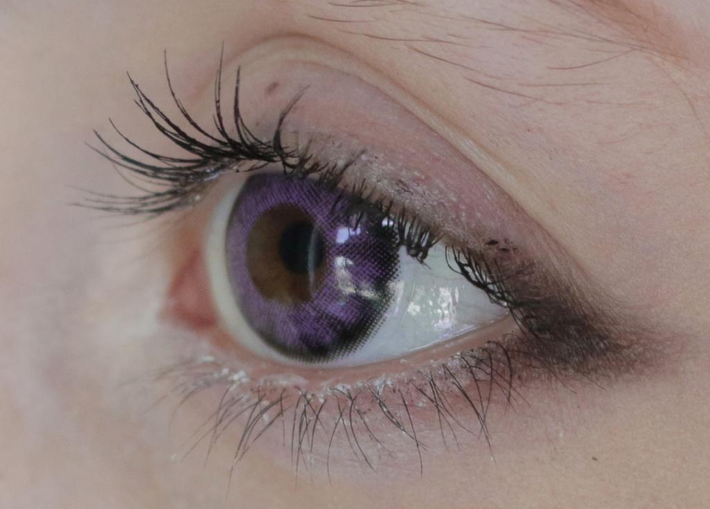 Lila Kontaktlinsen