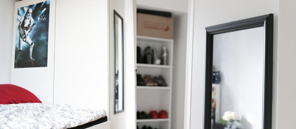 Spiegel einfach am Kleiderschrank befestigt